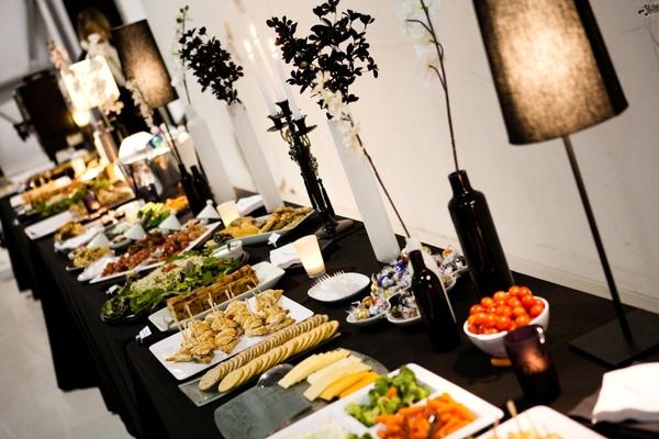 Lila buffet styling black white buffet - Sideboard lila ...